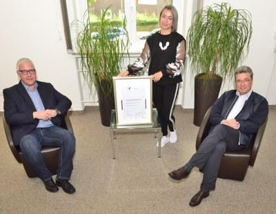 LWL-Universitätsklinikum Bochum für Zertifikat zum audit berufundfamilie mit dauerhaftem Charakter geehrt